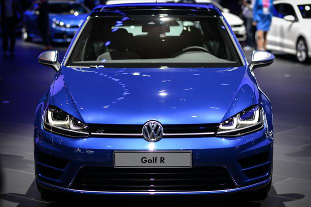 2015 Volkswagen Golf R: Frankfurt Auto Show featured image large thumb1