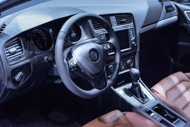 Volkswagen e-Golf: Frankfurt Auto Show featured image large thumb2