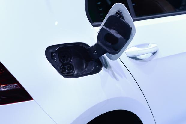 Volkswagen e-Golf: Frankfurt Auto Show featured image large thumb6