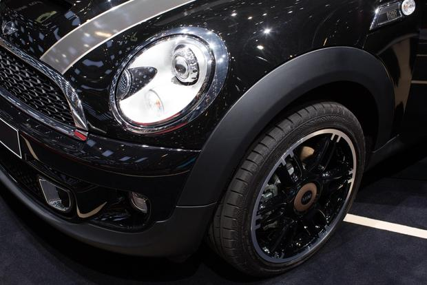 2014 MINI Clubman Bond Street Bows in Geneva featured image large thumb6