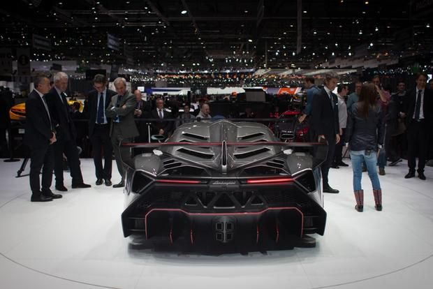 Lamborghini Veneno: 2013 Geneva Auto Show featured image large thumb4