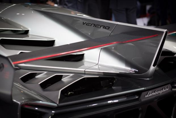 Lamborghini Veneno: 2013 Geneva Auto Show featured image large thumb9