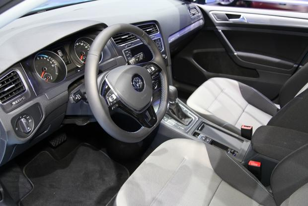2015 Volkswagen e-Golf: LA Auto Show featured image large thumb5