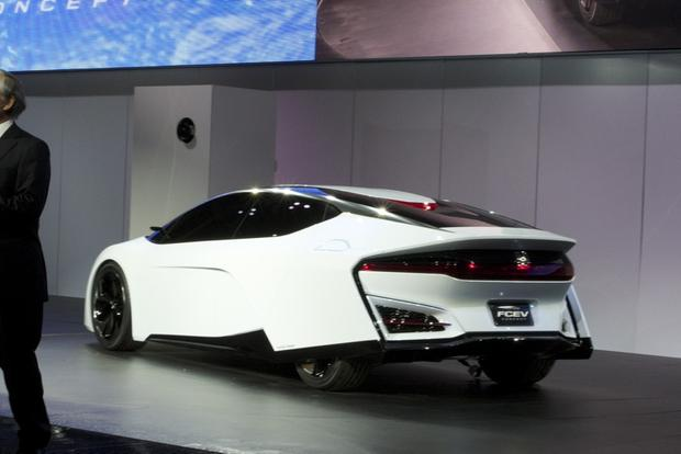 Honda FCEV Concept: LA Auto Show featured image large thumb1