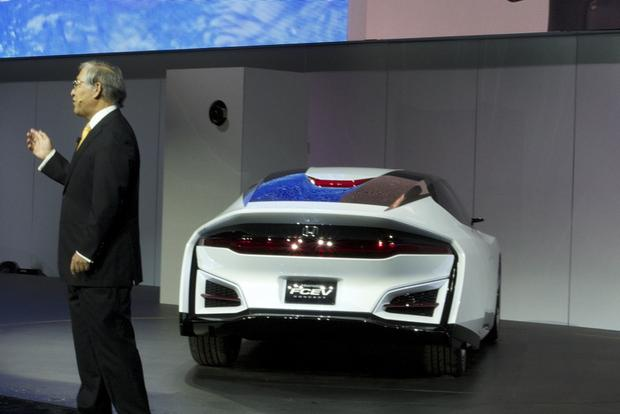 Honda FCEV Concept: LA Auto Show featured image large thumb2