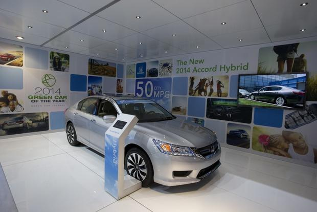 Honda Accord Hybrid and PHEV Win Green Car of the Year: LA Auto Show featured image large thumb0