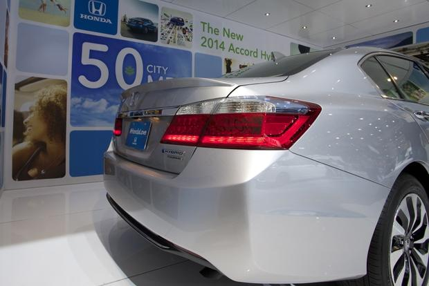 Honda Accord Hybrid and PHEV Win Green Car of the Year: LA Auto Show featured image large thumb1