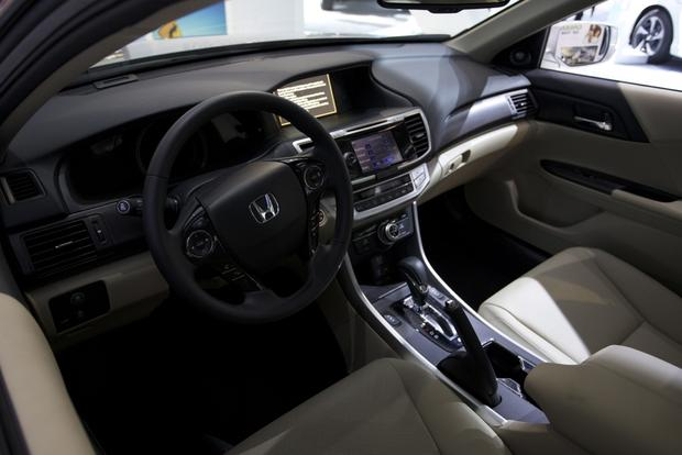Honda Accord Hybrid and PHEV Win Green Car of the Year: LA Auto Show featured image large thumb3