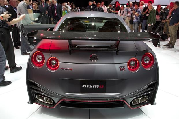 2015 Nissan GT-R: LA Auto Show featured image large thumb3