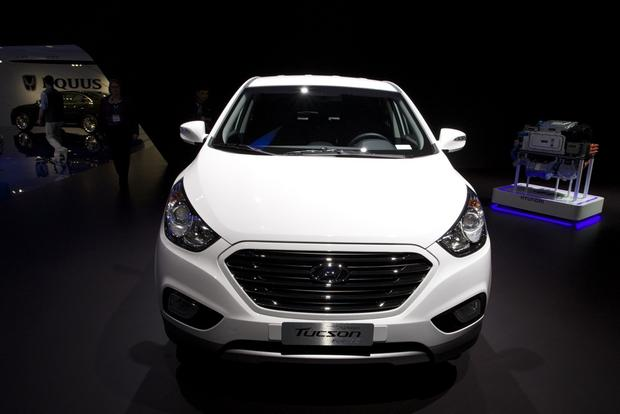 2015 Hyundai Tucson FCV: LA Auto Show featured image large thumb1