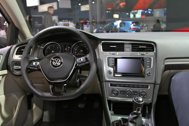 2015 Volkswagen Golf: New York Auto Show featured image large thumb15