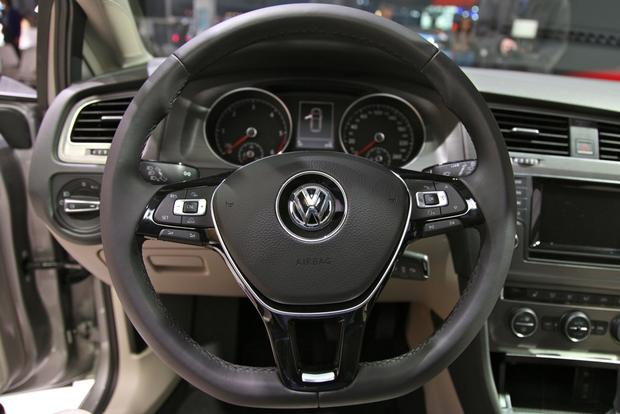 2015 Volkswagen Golf: New York Auto Show featured image large thumb16