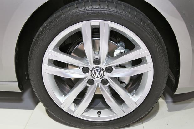 2015 Volkswagen Golf: New York Auto Show featured image large thumb21