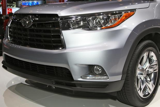 2014 Toyota Highlander: New York Auto Show featured image large thumb10