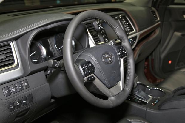 2014 Toyota Highlander: New York Auto Show featured image large thumb20