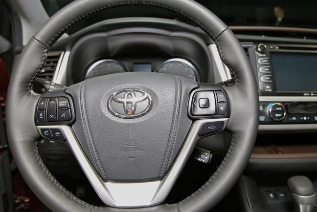 2014 Toyota Highlander: New York Auto Show featured image large thumb21
