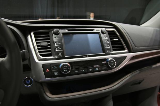 2014 Toyota Highlander: New York Auto Show featured image large thumb22