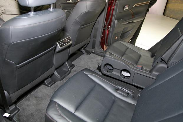 2014 Toyota Highlander: New York Auto Show featured image large thumb24