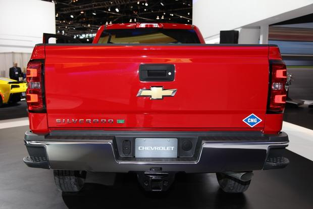 2015 Chevrolet Silverado HD Bi-Fuel: Chicago Auto Show featured image large thumb1