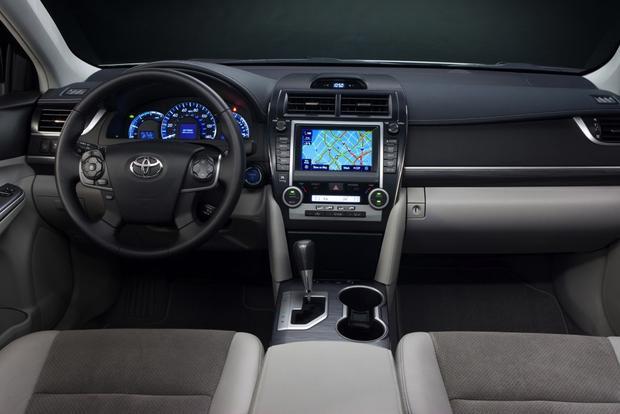 2014 5 Toyota Camry Hybrid Se Chicago Auto Show Autotrader