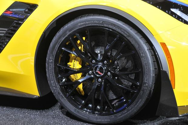 2015 Chevrolet Corvette Z06: Detroit Auto Show featured image large thumb3