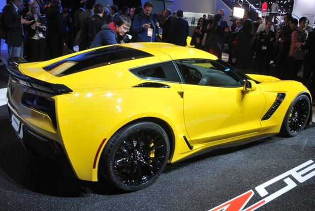 2015 Chevrolet Corvette Z06: Detroit Auto Show featured image large thumb4