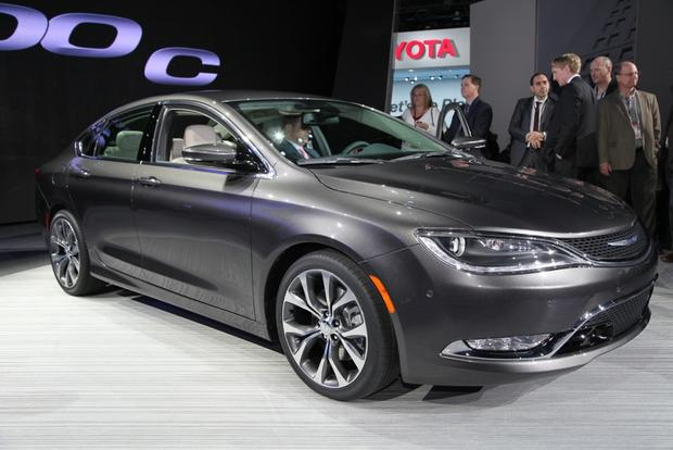 2015 Chrysler 200: Detroit Auto Show featured image large thumb0