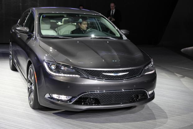 2015 Chrysler 200: Detroit Auto Show featured image large thumb1