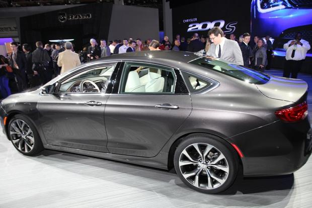 2015 Chrysler 200: Detroit Auto Show featured image large thumb2