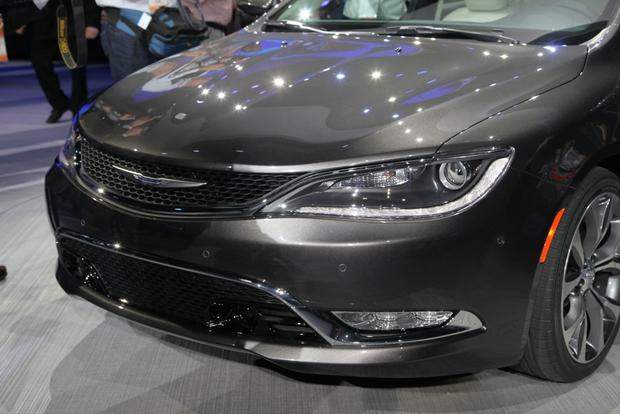 2015 Chrysler 200: Detroit Auto Show featured image large thumb3