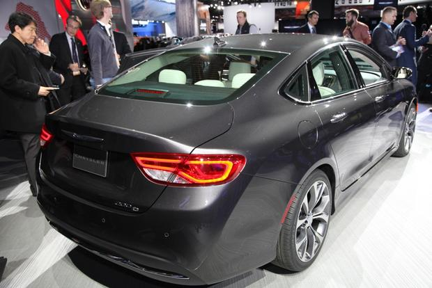2015 Chrysler 200: Detroit Auto Show featured image large thumb4