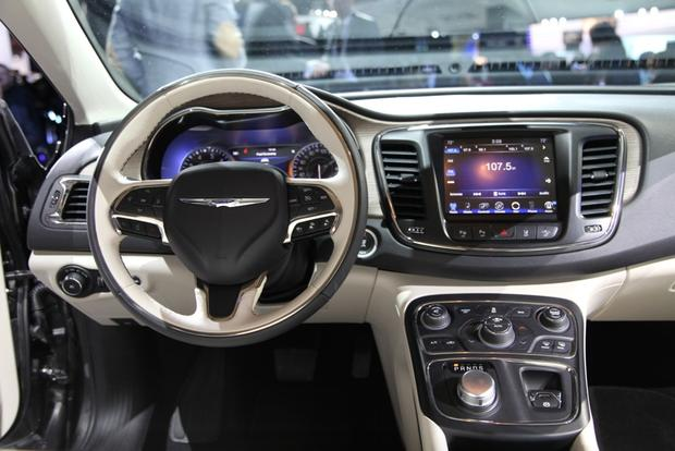 2015 Chrysler 200: Detroit Auto Show featured image large thumb6