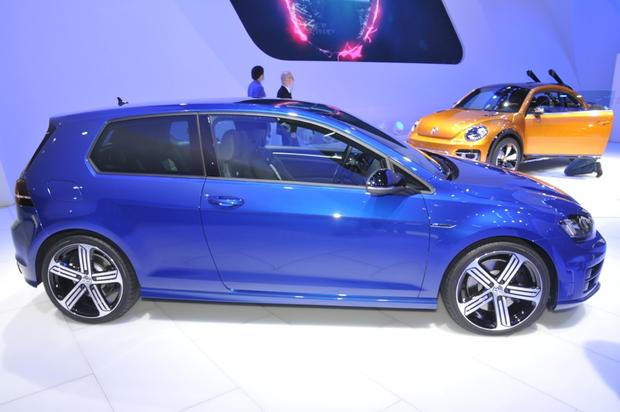 2015 Volkswagen Golf R: Detroit Auto Show featured image large thumb1