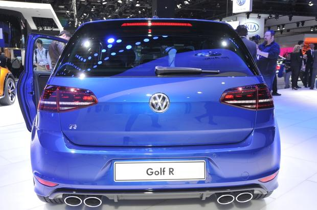 2015 Volkswagen Golf R: Detroit Auto Show featured image large thumb6