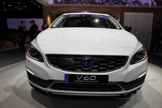 2015 Volvo V60 Cross Country: LA Auto Show featured image large thumb1