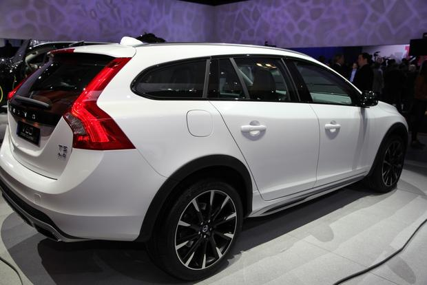 2015 Volvo V60 Cross Country: LA Auto Show featured image large thumb3