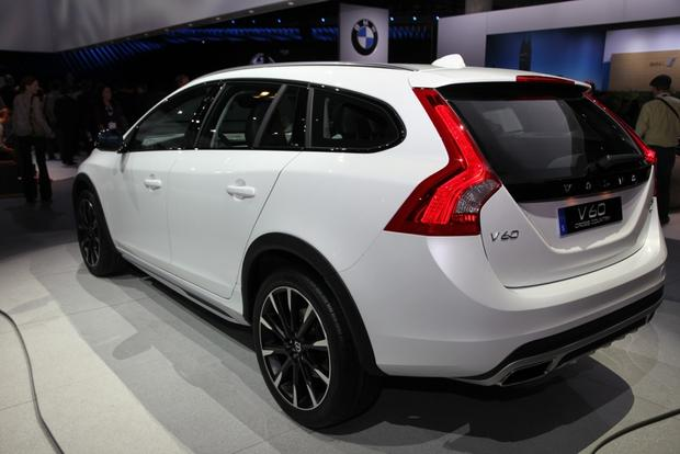 2015 Volvo V60 Cross Country: LA Auto Show featured image large thumb5