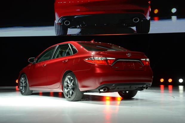 2015 Toyota Camry: New York Auto Show featured image large thumb0