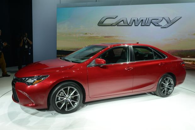 2015 Toyota Camry: New York Auto Show featured image large thumb1