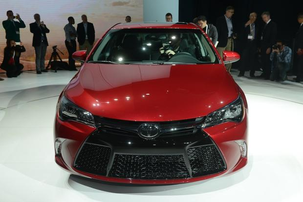 2015 Toyota Camry: New York Auto Show featured image large thumb3