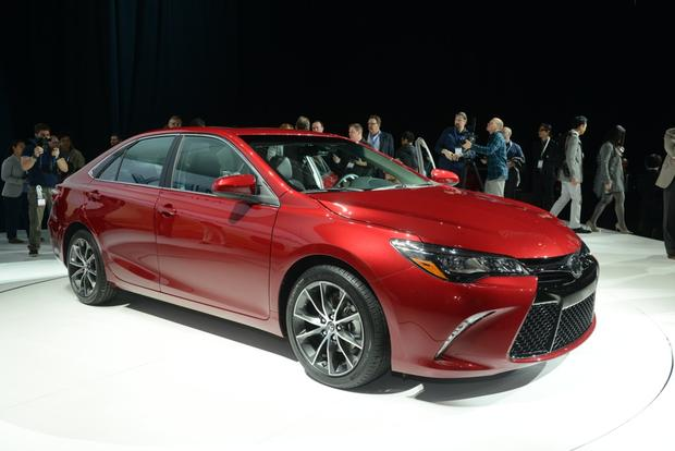 2015 Toyota Camry: New York Auto Show featured image large thumb4
