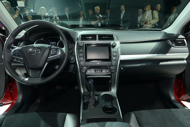 2015 Toyota Camry: New York Auto Show featured image large thumb5