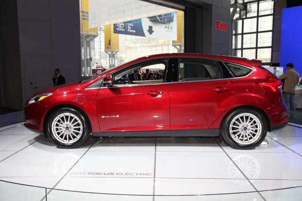 2015 Ford Focus: New York Auto Show featured image large thumb7