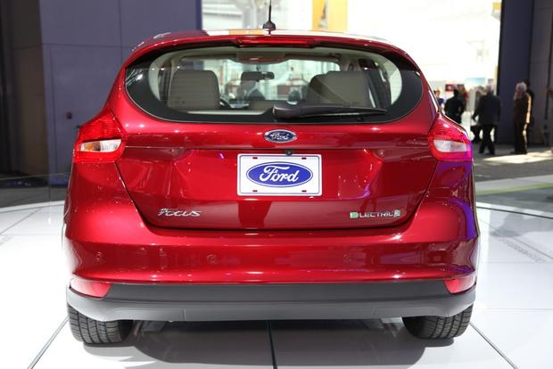 2015 Ford Focus: New York Auto Show featured image large thumb8