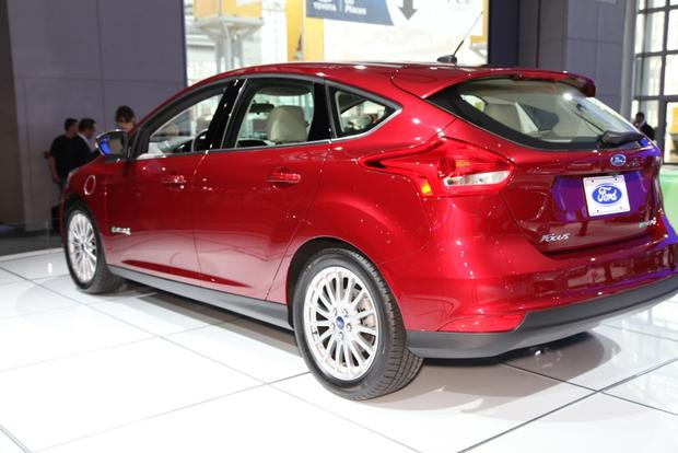 2015 Ford Focus: New York Auto Show featured image large thumb9