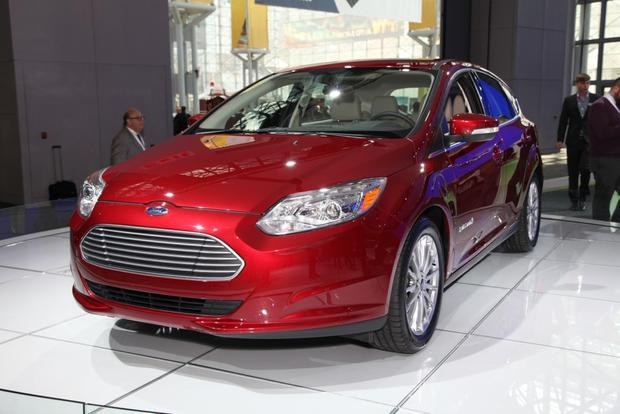 2015 Ford Focus: New York Auto Show featured image large thumb10