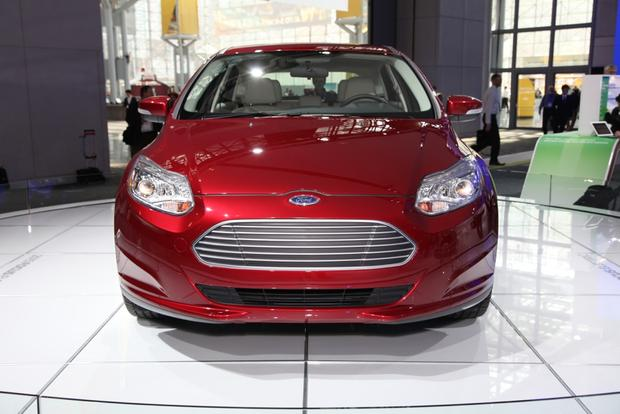 2015 Ford Focus: New York Auto Show featured image large thumb11
