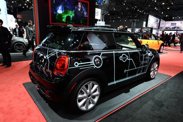 2014 MINI Cooper DeLux: New York Auto Show featured image large thumb0
