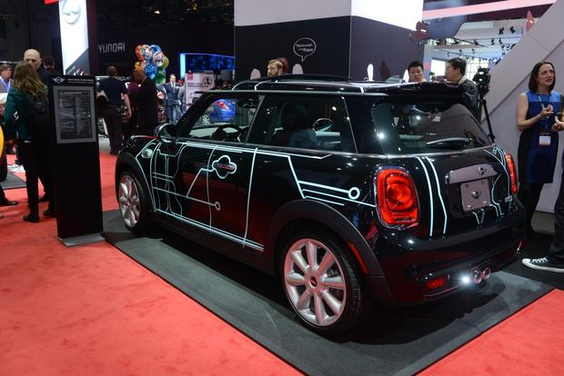 2014 MINI Cooper DeLux: New York Auto Show featured image large thumb1