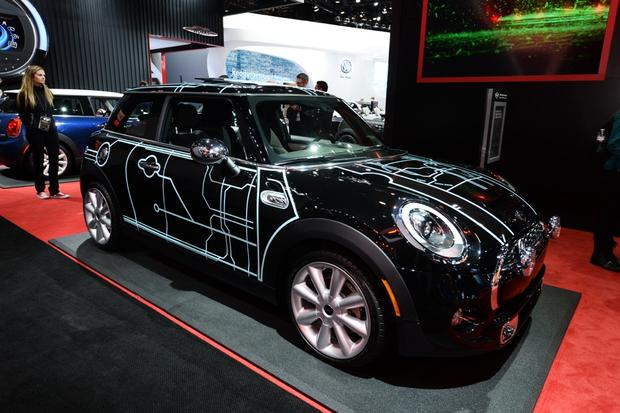 2014 MINI Cooper DeLux: New York Auto Show featured image large thumb4